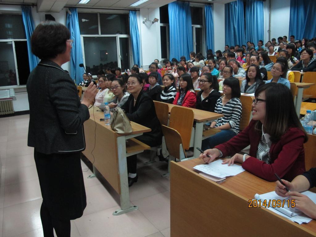 理学院举办大学生文明礼仪教育专题讲座图片
